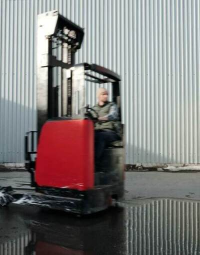 Red forklift moving at high speed | Yard ramp safety